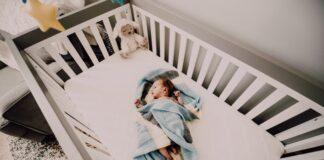 łóżeczka dziecięce z wyposażeniem